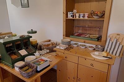 Die gemütliche Einrichtung unseres Frühstücksraums lassen einen angenehmen Start in den Tag zu